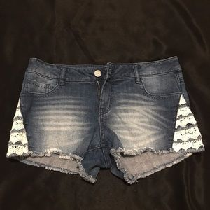 Jean Shorts with lace details on sides